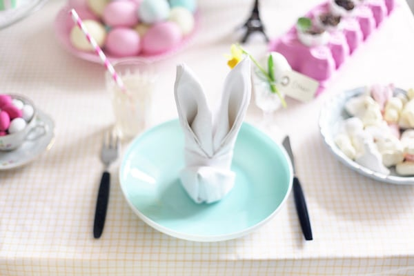esater table setting